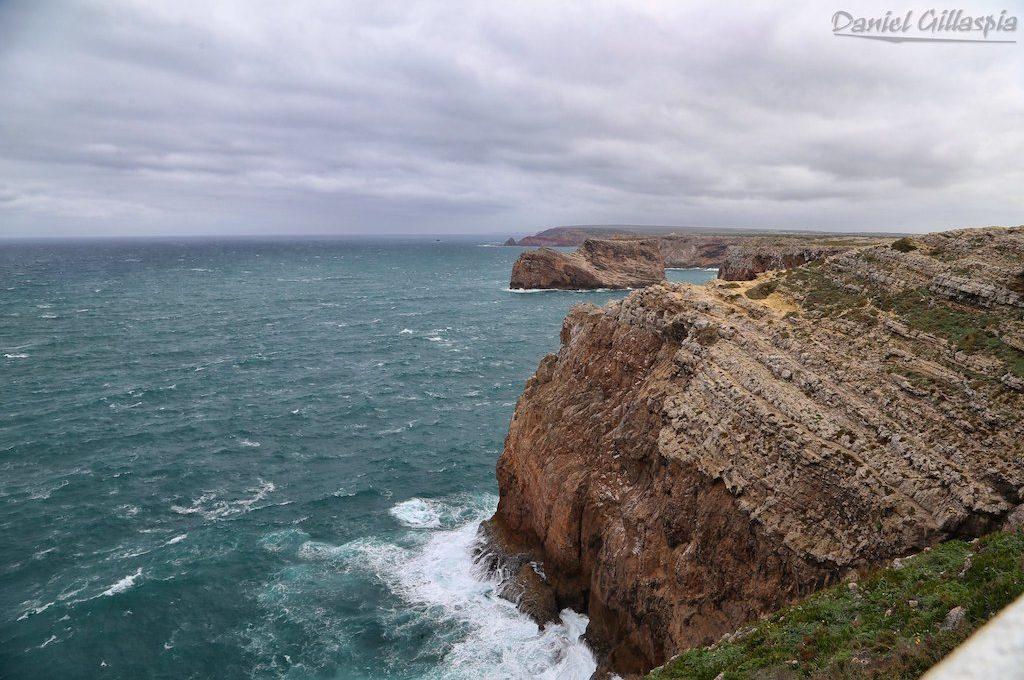 Dramatic cliffs at Farol do Cabo de São Vicente
