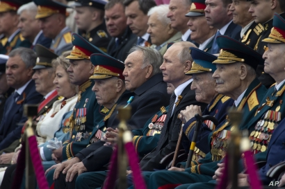 Russian President Vladimir Putin, center right, and Kazakhstan's former president Nursultan Nazarbayev, center left, attend the Victory Day military parade to mark 74 years since the end of World War II, in Red Square in Moscow, Russia, May 9, 2019.