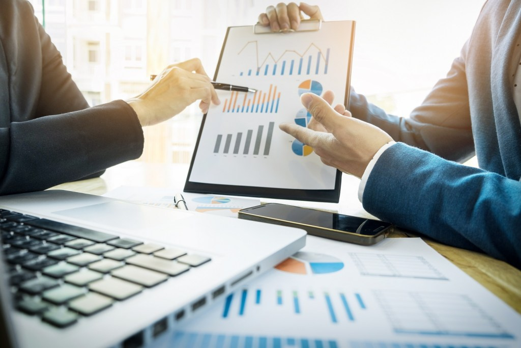 Innovative Organizational Growth - Cesim SimBrand Marketing Management .. Business Simulation