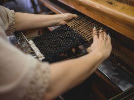 Як у селищі на Херсонщині виготовляють шведські килими