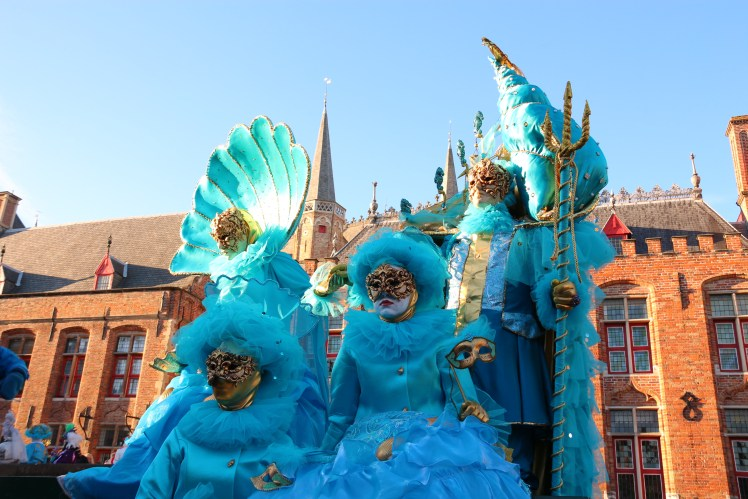 Les Costumés de Venise posing in Bruges - aqua theme