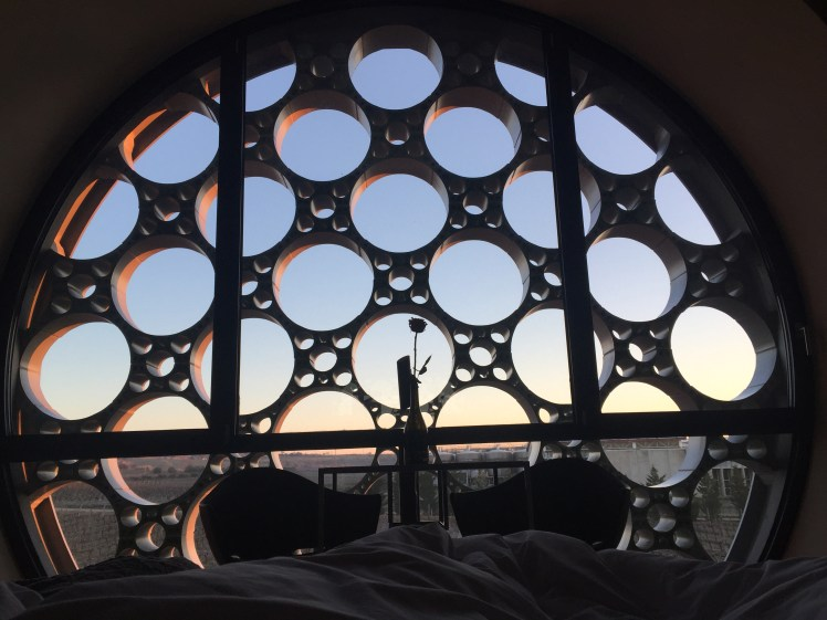Room with a round window view over the vineyards at Cava Hotel Mastinell in Vilafrance del Penedes