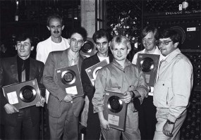 burgess-centre-white-t-shirt-at-a-1981-disc-presentation-photo_richard-young_rex