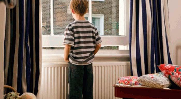 Sozinho em casa. Com que idade pode deixar o seu filho?