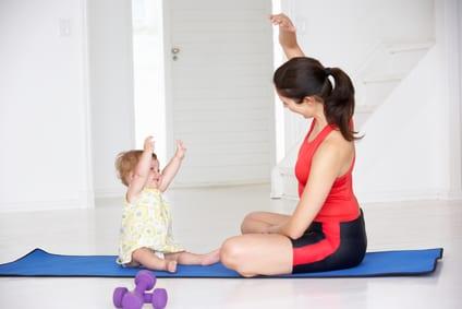 Mães e bebés em movimento
