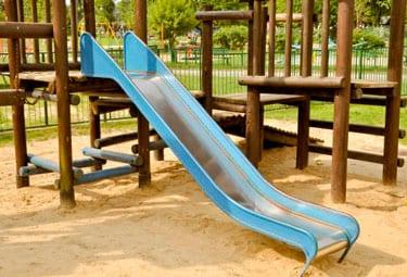 escorrega 9 perigos para as crianças que temos de evitar