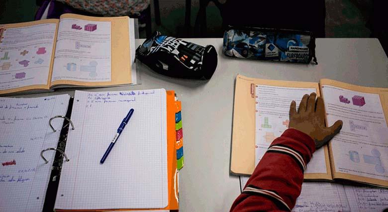 Alunos do 1º ano já podem escrever e pintar nos manuais escolares gratuitos