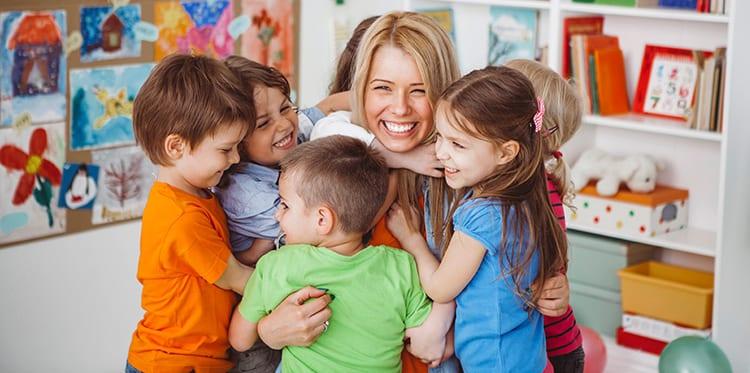 À educadora de infância e auxiliares que ficaram com o meu filhos