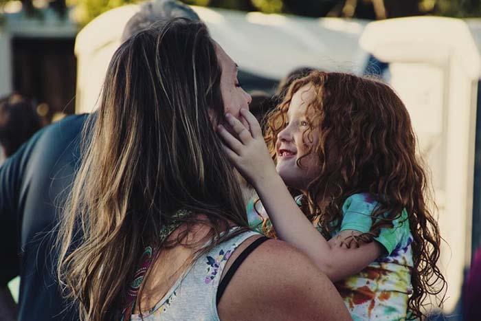 Crianças que têm as tias presentes
