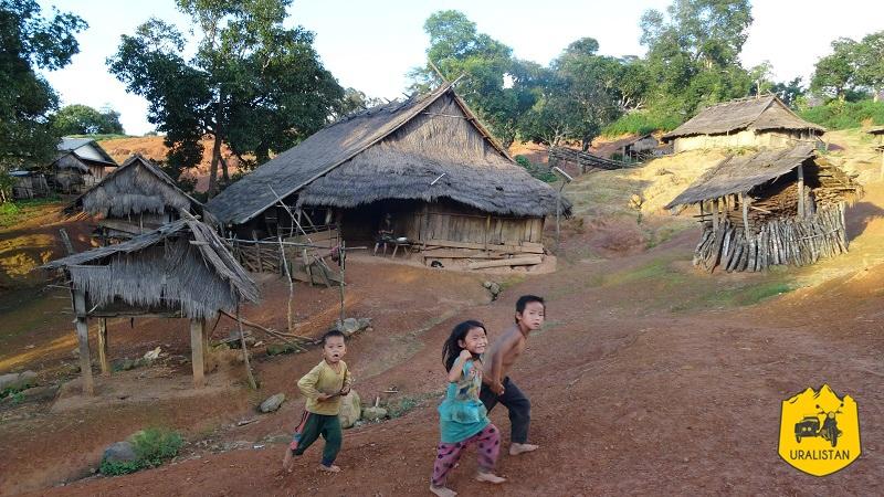 Village Hmong dans les montagne de Luang Prabang, ethnie du Laos