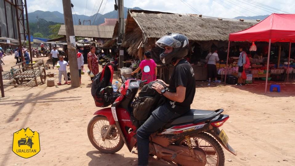 Marché local, road-trip moto à Phongsaly au Laos