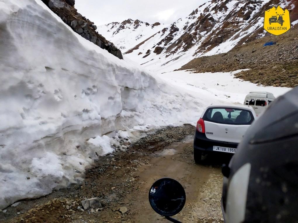 Roadtrip moto en Himalaya - au sommet du col Khardung La
