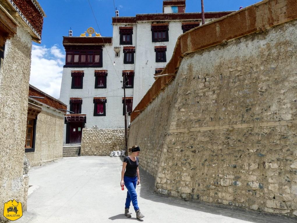 Monastère bouddhiste dans les montagnes himalayennes, au Ladakh