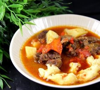 Gastronomie Hongroise, plat traditionnel de Hongrie : Goulasch