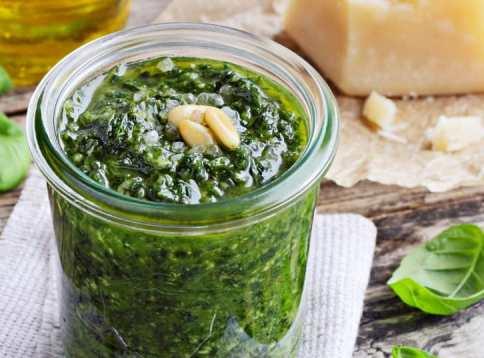 Gastronomie italienne, plat traditionnel d'Italie : Pesto