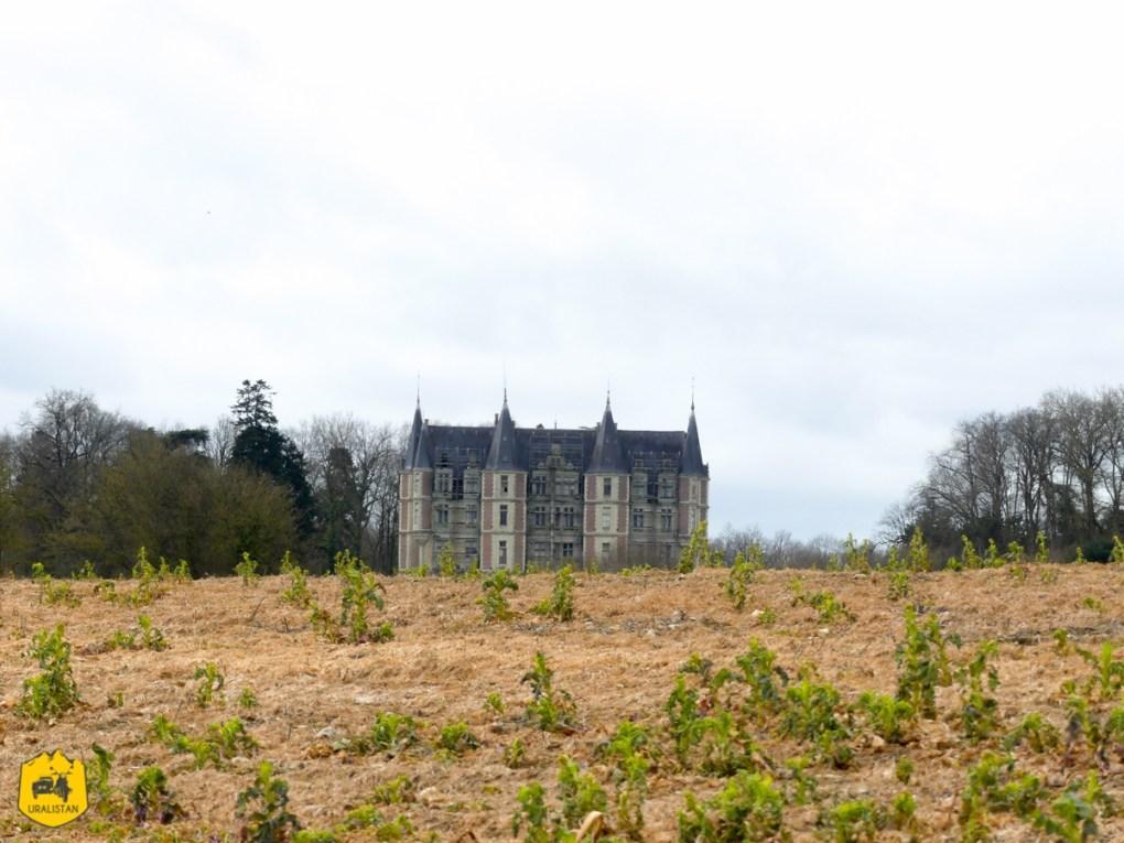 Château de la Bourdinière, Road trip moto dans le Perche - URALISTAN