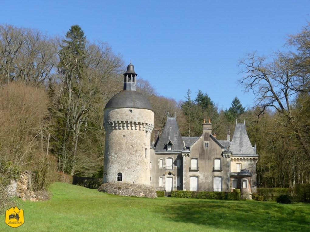 Château de Montimer, road trip moto dans le Perche - URALISTAN