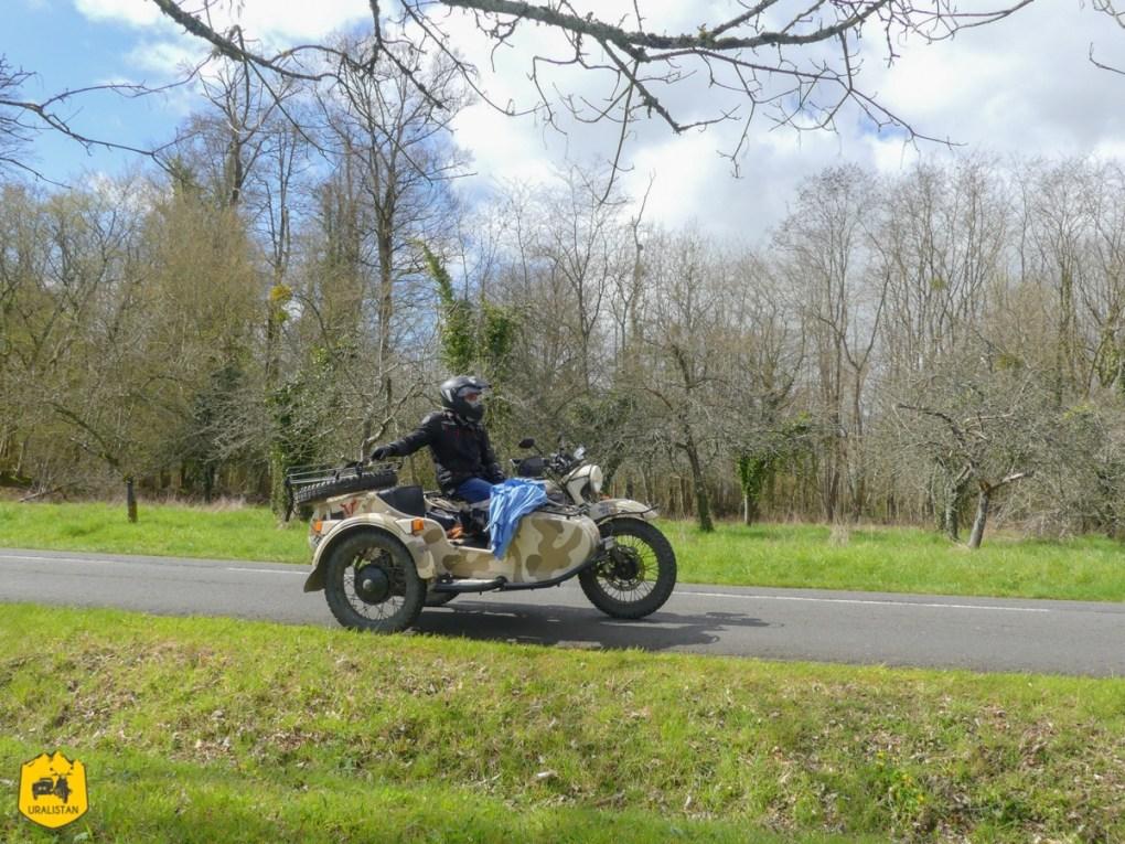A côté du manoir de Courboye, road trip moto dans le Perche - URALISTAN