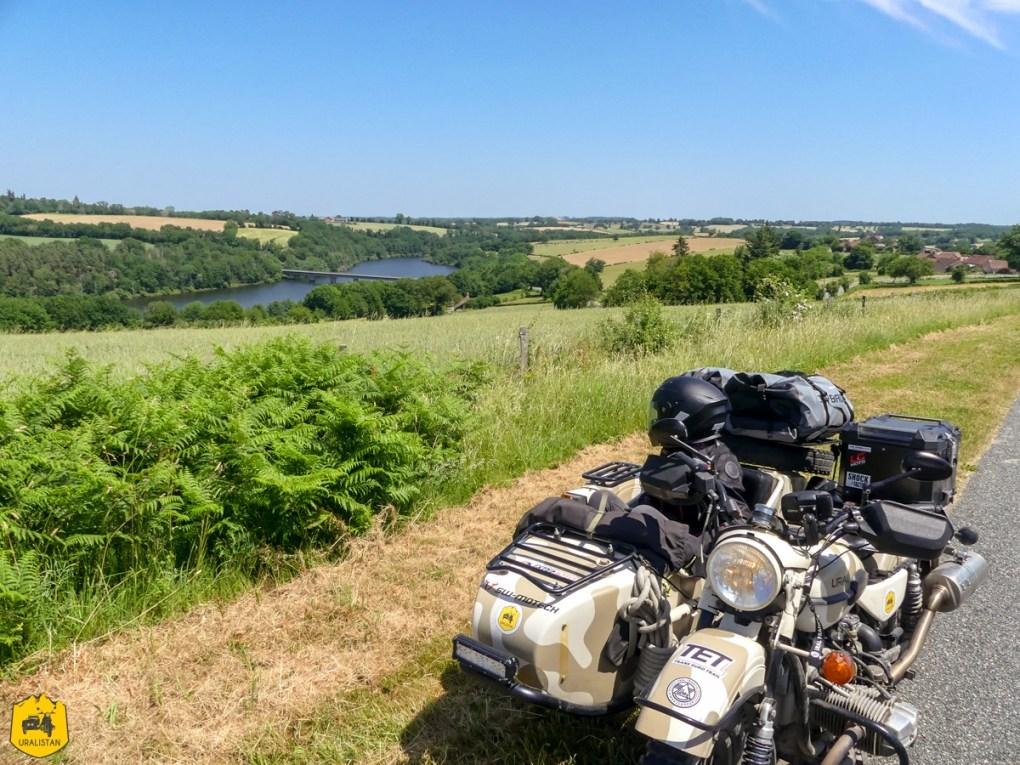 Lac de Sidiailles - Voyage moto dans le Berry Val de Creuse - URALISTAN