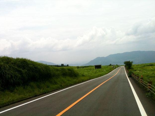 아소산 풍경 - 도로가 있어도 아름답다