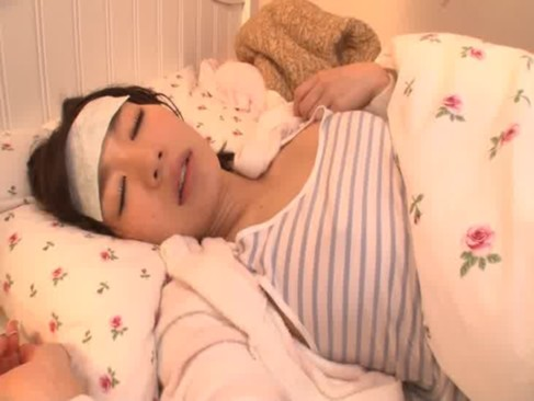 高熱を出して寝込んでいる激カワギャルが看病をしにきた男にレイプされてしまう浦ビデオ動画