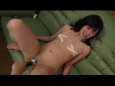 セクシー女優の鈴原エミリが朝から晩まで激しいセックスで個人投稿をしてる長編のウラビデライフ ヘンリー