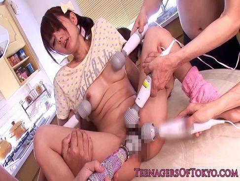 アイドル級の可愛さと美乳がエッチな希美まゆがオナニー中に電マ攻めされるウラビデライフ/日本