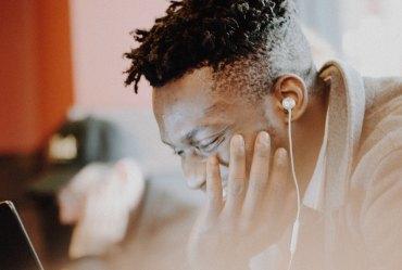earbuds-listening
