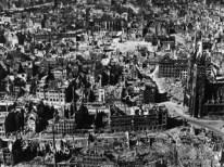 Villes dévastées après les bombardements alliés.