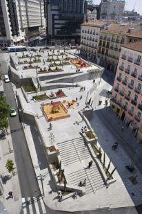 Groupe Paramount. http://www.landezine.com/index.php/2012/03/plaza-de-santo-domingo-landscape-architecture-madri/