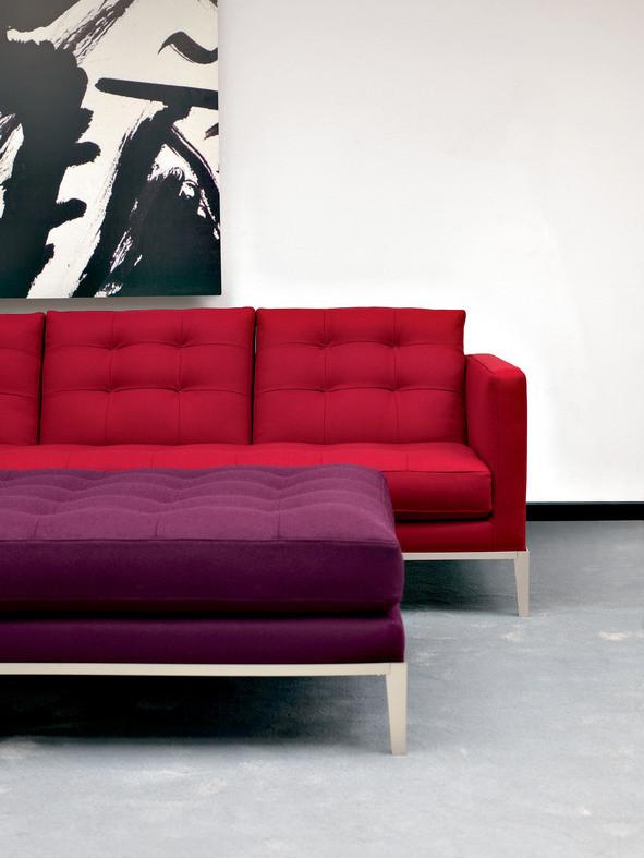 AC Lounge, por Antonio Citterio para a coleção da B&B Ialia, Project (2009), que completa a linha composta por cadeira e otomano, procure na QuartoSala, www.quartosala.com