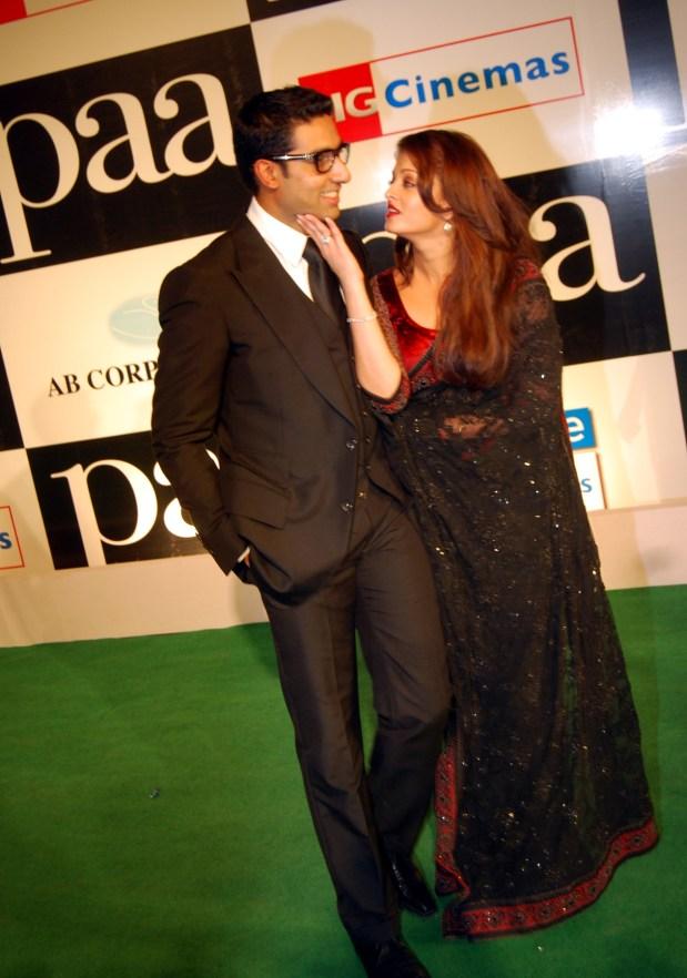 Abhishek-and-Aishwarya-Rai-at-the-Premiere-of-the-film-Paa