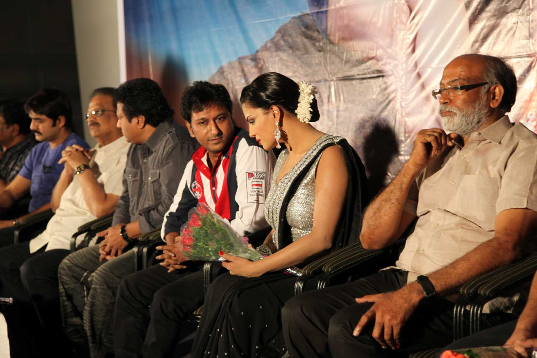 Hemant Madhukar and Veena Malik love birds2