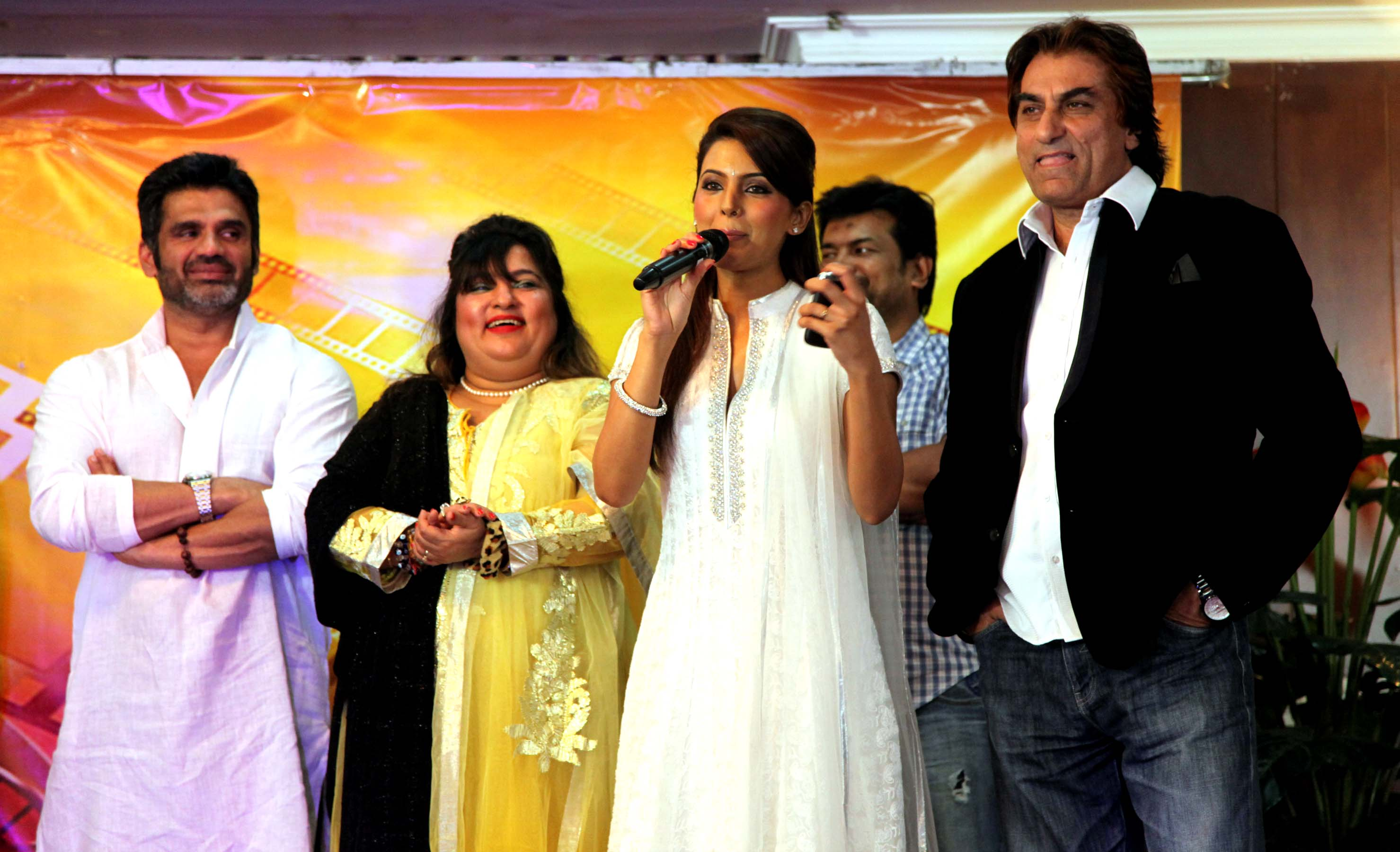 sunil shetty,dolly bindra,geeta basra & ali khan