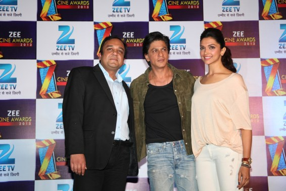 Shah Rukh Khan, Deepika Padukone and Mr. Punit Goenka, MD & CEO of ZEEL at the announcement press conference of Zee Cine Awards 2013 (2)