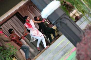 Veena Malik Playing Holi22