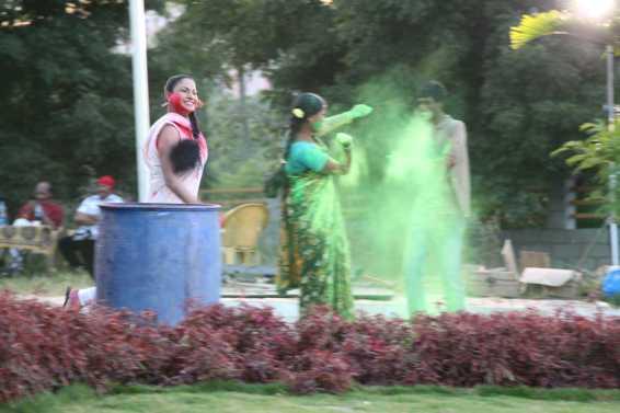 Veena Malik Playing Holi24