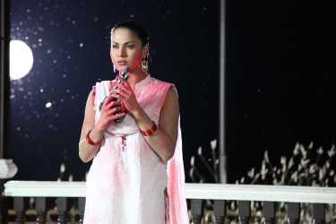 Veena Malik Playing Holi38