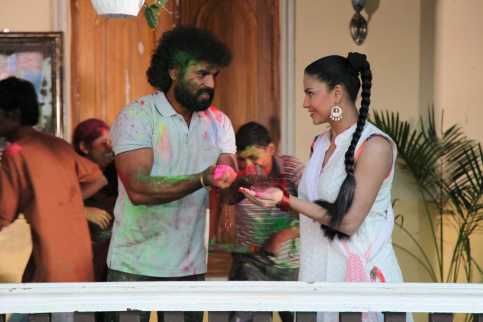 Veena Malik Playing Holi8