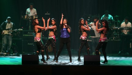 Sunidhi Chauhan and dancers keeping the show high energy!
