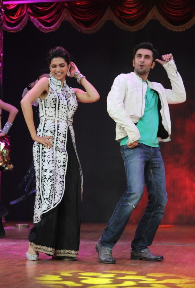 Balam Pichkari - Ranbir and Deepika dance to the popular song from their film