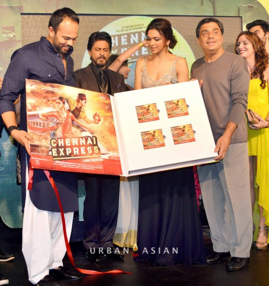 130703_220045Shahrukh Khan, Deepika Padukone wih Rohit Shetty At Music Launch