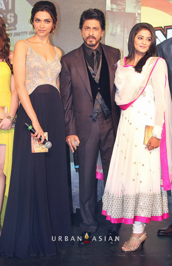 130703_220119Shahrukh Khan With Deepika Padukone and Priyamani At Music Launch
