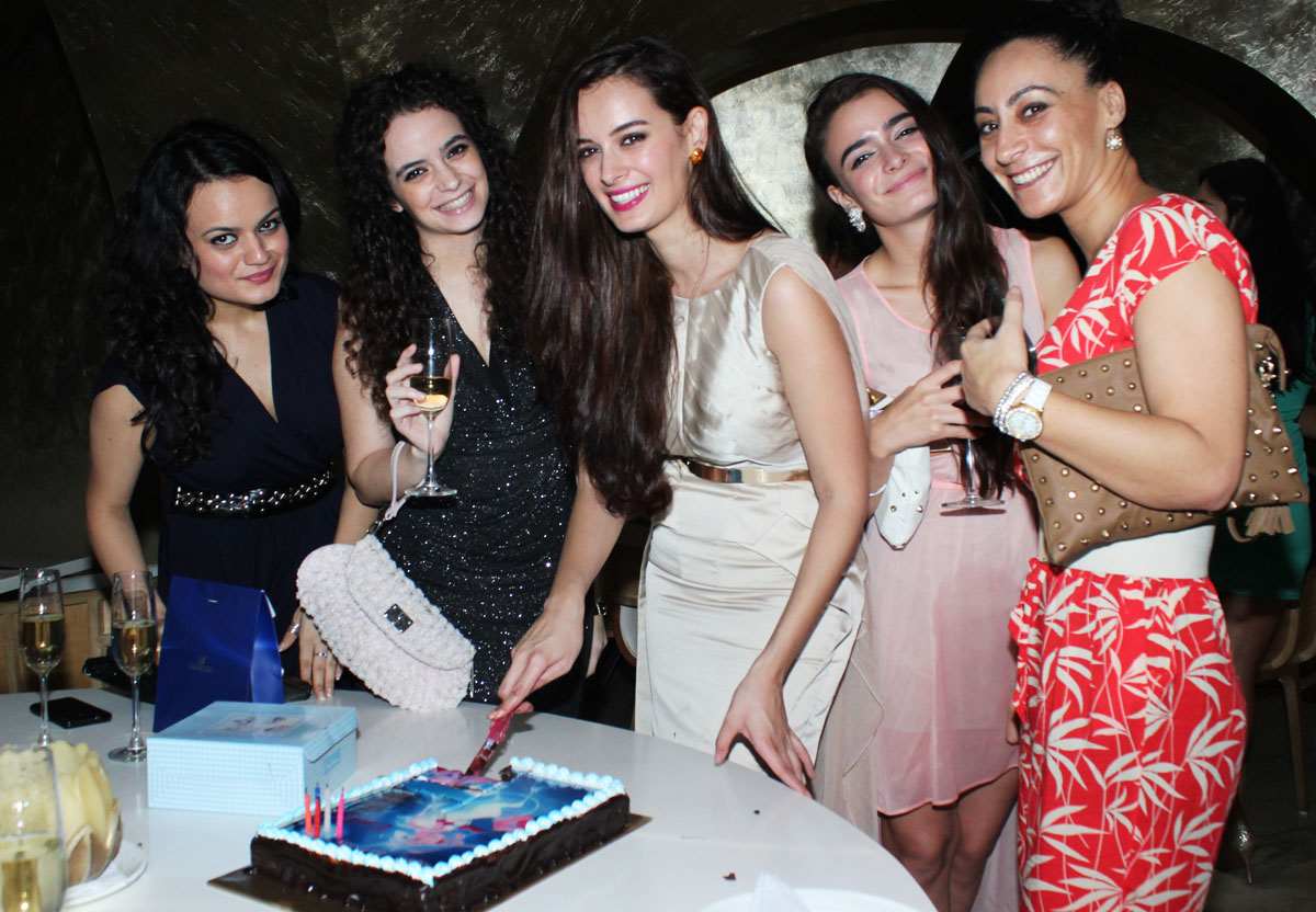 Evelyn Sharma birthday party - Pic 8