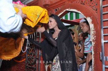 130726_183541Veena Malik At Hazrat Nizamuddin Dargah In Delhi10