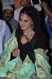 130726_201102Veena Malik At Hazrat Nizamuddin Dargah In Delhi3