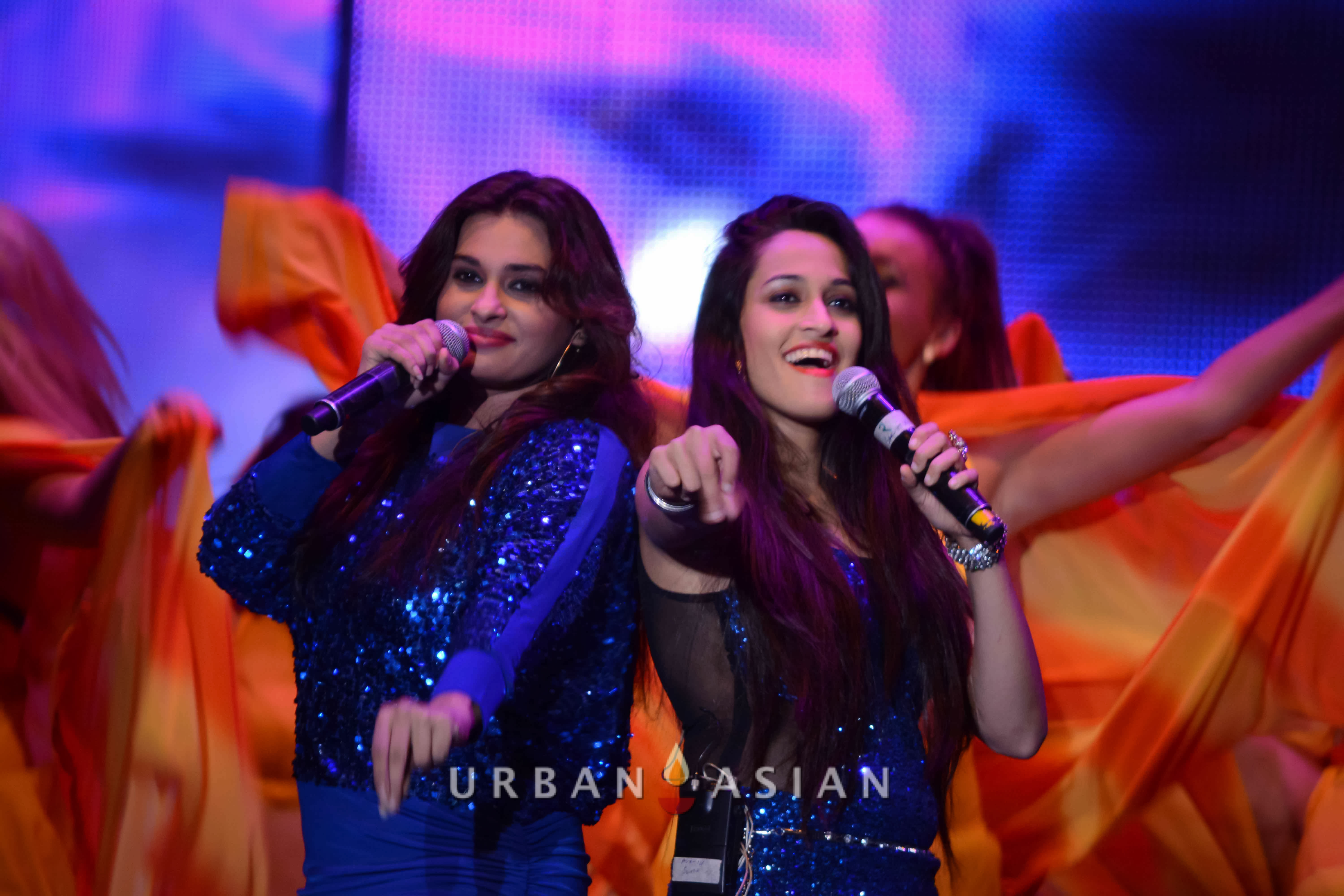 131124_064206Singers At BollyBoom