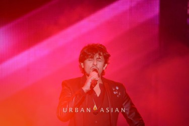 131124_090853Sonu Nigam At BollyBoom party