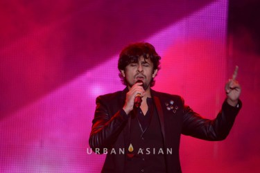 131124_090901Sonu Nigam At BollyBoom