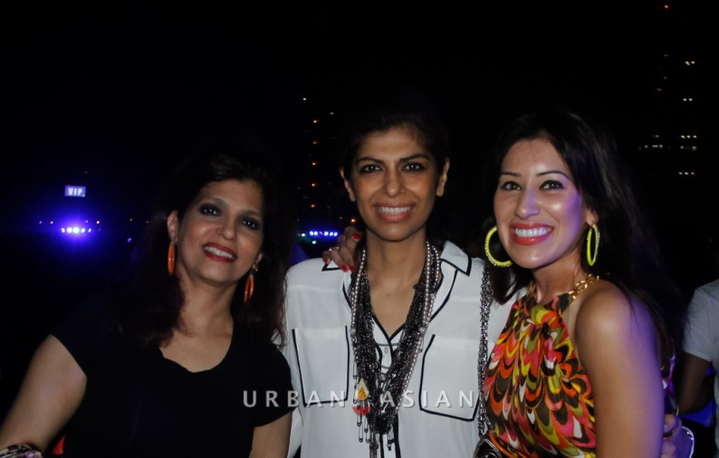 131206_083109Beena Aziz With Her Friends At Party